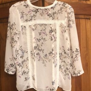 Adorable and classy floral blouse.